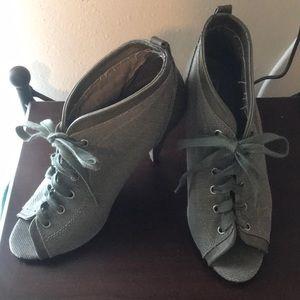 Vintage looking lace up heels